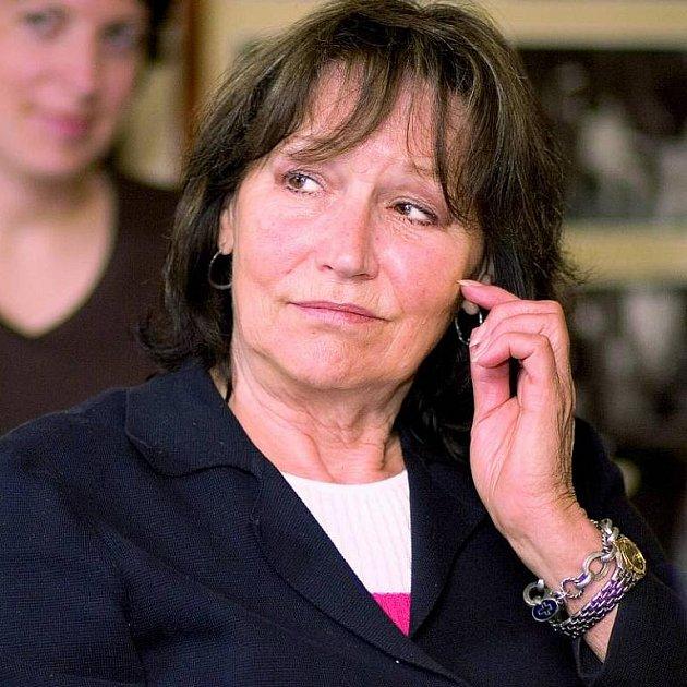 Marta Kubišová nemá moc důvodů kúsměvu, možná přijde obyt.