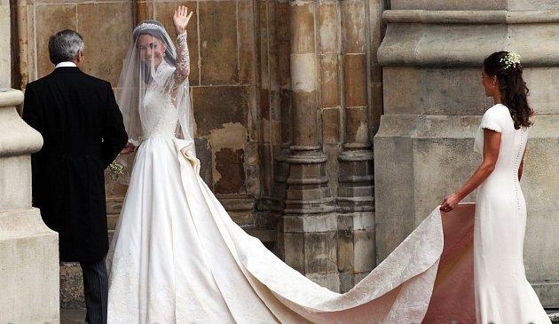 Svatební šaty Kate Middleton určily trend na několik let.