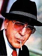 Inspektor Kojak potíral zločin v New Yorku za pomoci lízátka.