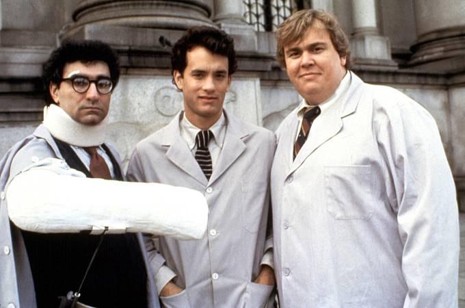 34 let: Zleva: Eugene Levy, Tom Hanks aJohn Candy vkomedii Žbluňk! (1984)