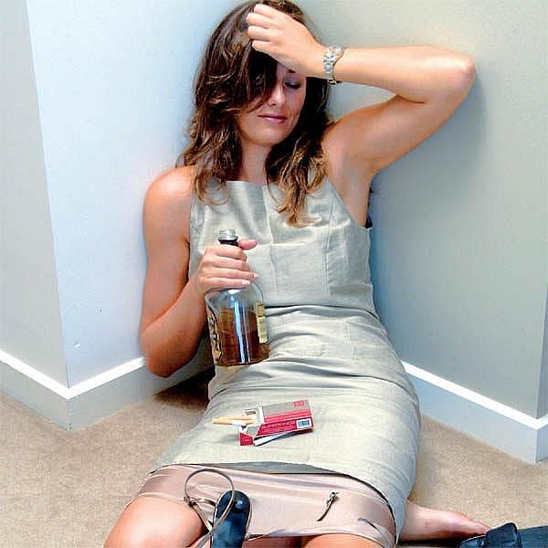 Alkoholik není jen ten, kdo pije často a pravidelně, ale také člověk, který když se jednou za čas napije, nedokáže přestat.
