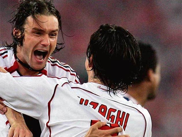 Jankulovski (vlevo) jásá společně s hrdinou finále Inzaghim.
