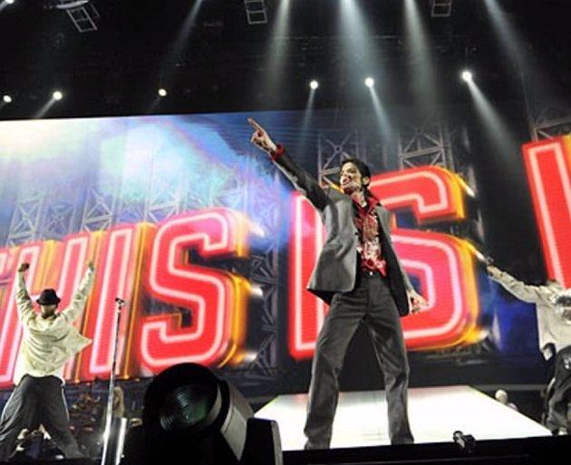 Michael Jackson jen dva dny předtím než zemřel. Trénoval na svůj comeback.