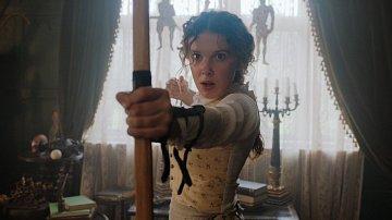 Millie Bobby Brown pro roli sestry Sherlocka Holmese cvičila několik měsíců.