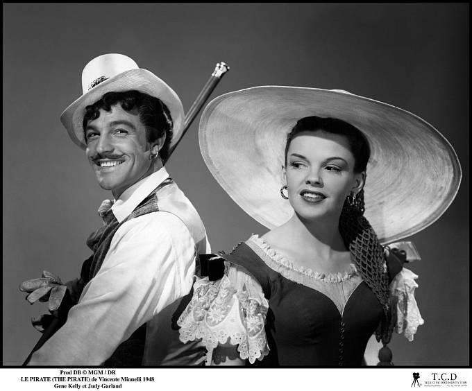 Při natáčení muzikálu Pirát (1948) se poprvé zhroutila. Nasnímku sGenem Kellym.