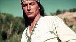 Ne, to není Vinnetou, ale Lex Barker jako  náčelník Apačů vefilmu Válečné bubny (1957).