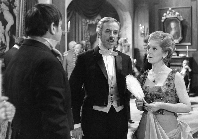 Oblíbená herečka si zahrála v pětidílné sérii Sňatky z rozumu dvou podnikatelských rodů z vrcholného období našeho národního obrození na motivy románu Vladimíra Neffa. Seriál začíná v roce 1859 a končí otevřením Národního divadla v roce 1881.