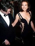 Tak to jsou ony - legendární šaty Versace, který Liz proslavila.