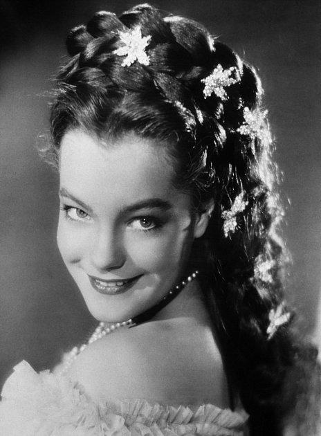 Jako sedmnáctiletá zazářila vpříběhu ocísařovně Sissi (1955).