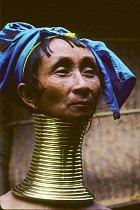 Kayové jsou úpravou krku známí po celém světě.
