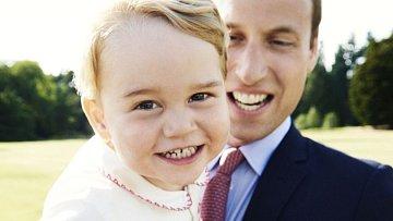 Dnes už dvouletý princ George s tátou