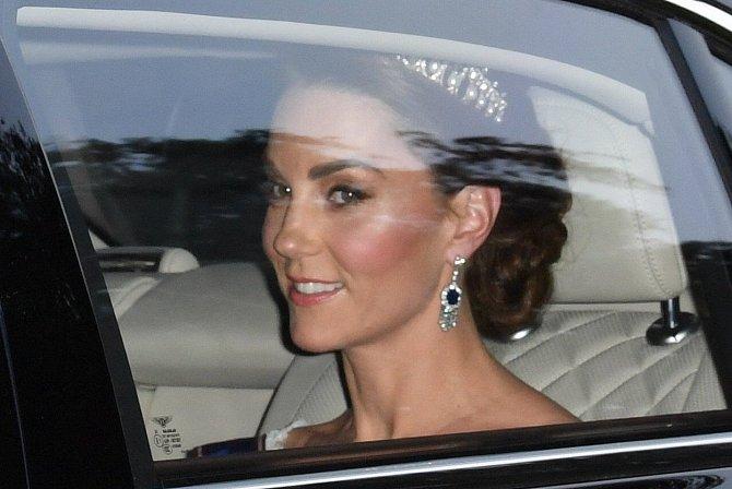Kate Middleton umí nosit i ty nejluxusnější klenoty s přirozenou elegancí.