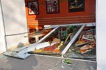 Tlaková vlna po výbuchu zničila tisíce oken. V minus 18 stupních Celsia nebylo co závidět.