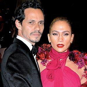 Po čtyřech letech manželství žádá Lopez o rozvod.