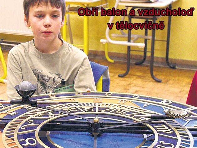 Děti si mohly vyzkoušet, jak funguje orloj.
