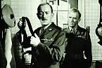 Vdramatu Melodie slávy (1960) hrál sAlekem Guinnessem, snímž ho pojilo celoživotní přátelství.
