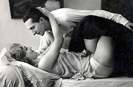 Milenci měli před 100 lety zcela jiné povědomí o sexu než dnes.