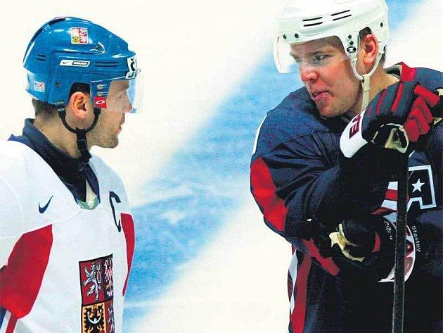 Během zápasu českých a amerických hokejistů si člen hokejového klanu Šťastných stihl popovídat s Davidem Výborným.