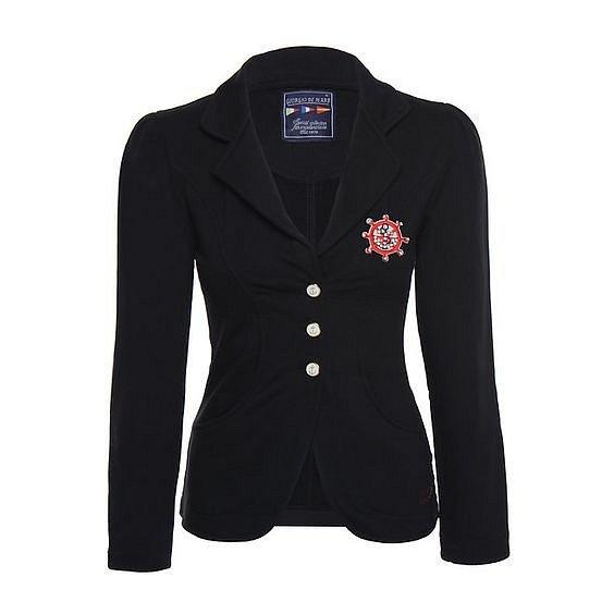 Černé sako by mělo být v každém šatníku.