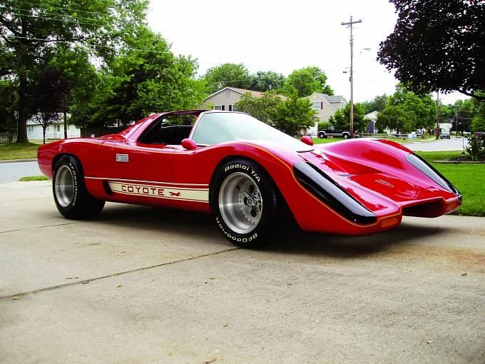 Sportovní auto  Coyote, podle mnohých hlavní hvězda seriálu Hardcastle aMcCormick.