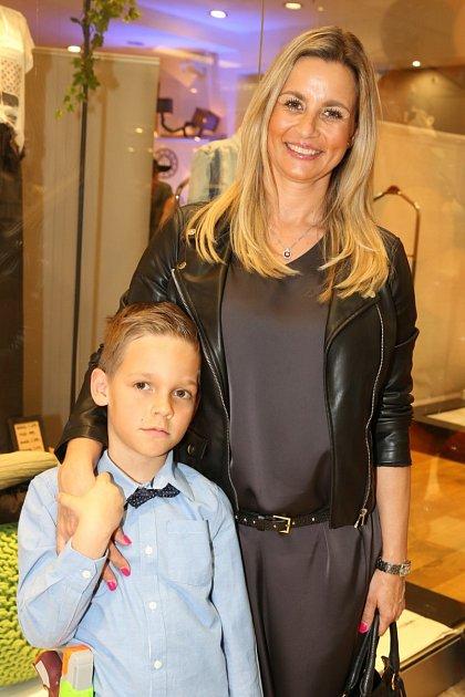 Na představení nové kolekce Attrattiva přišla ise svým mladším synem Matějem.