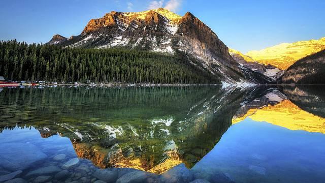 Lake Louise, je taková nádhera, že se z ní tají dech.