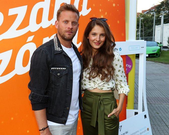 Jakub Prachař už si za Hanychovou našel náhradu, jeho milenkou je mladá herečka Sára Sandeva.