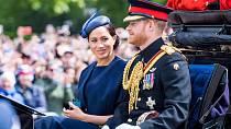 Princ Harry si bude muset na pohřbu obléknout klasický oblek namísto armádní uniformy.