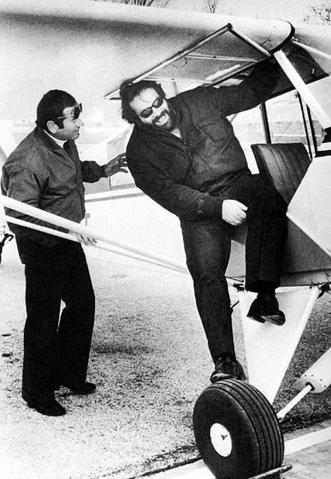Bud miloval létání, dokonce založil vlastní aerolinky.