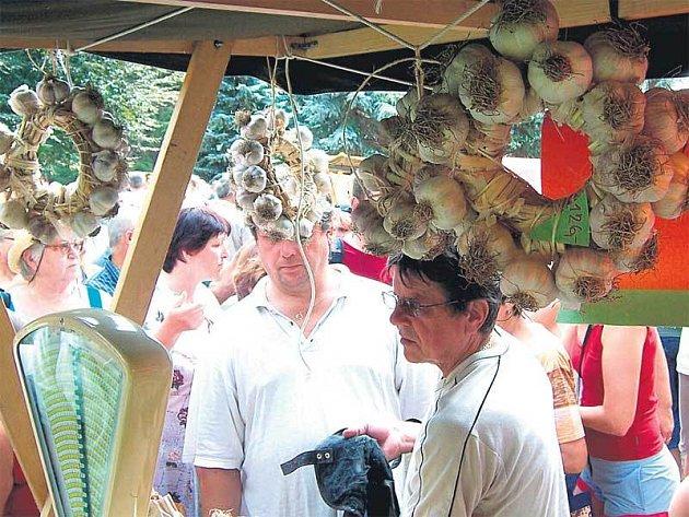 Na festivalu obchodníci prodali 1,5 tuny česneku.