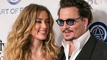 Amber po boku manžela Johnnyho Deppa zářila...