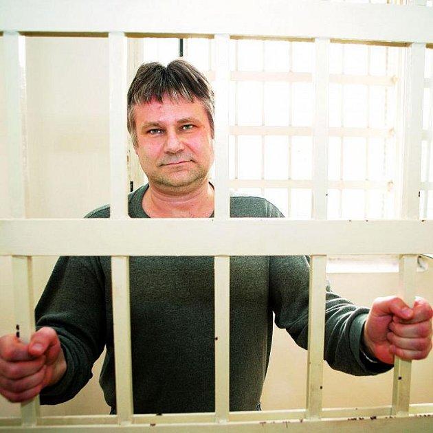 Jiří Kajínek nesnáší mříže. Už čtyřikrát se pokusil z vězení uprchnout. Poslední kousek ho ale proslavil nejvíc.