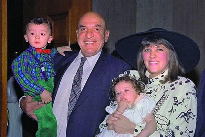 Jeho třetí ženou se stala Julie Hovland, sníž měl syna Christiana adceru Arianu.