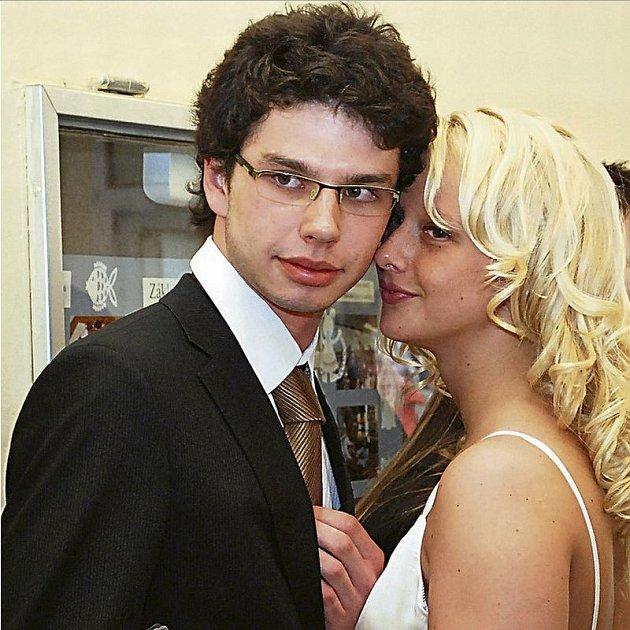 Mladý Šťastný  dospěl k názoru,  že manželstvím s Míšou šlápl vedle.