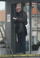Karel Smyczek s oblíbenou cigaretou. Kolik jich dnes asi vykouří?