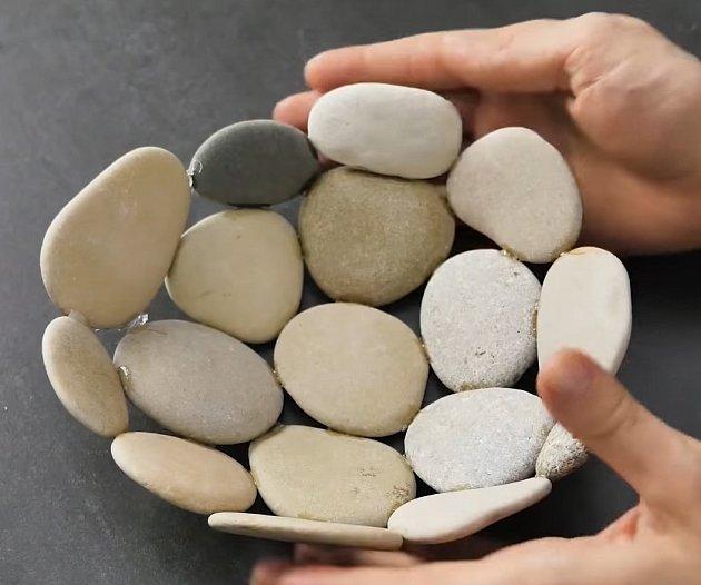 Zkamenů se dá udělat spoustu kreativních věcí.