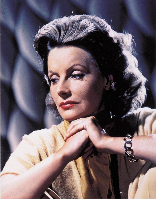 Záběr z posledního filmu Žena dvou tváří (1941).