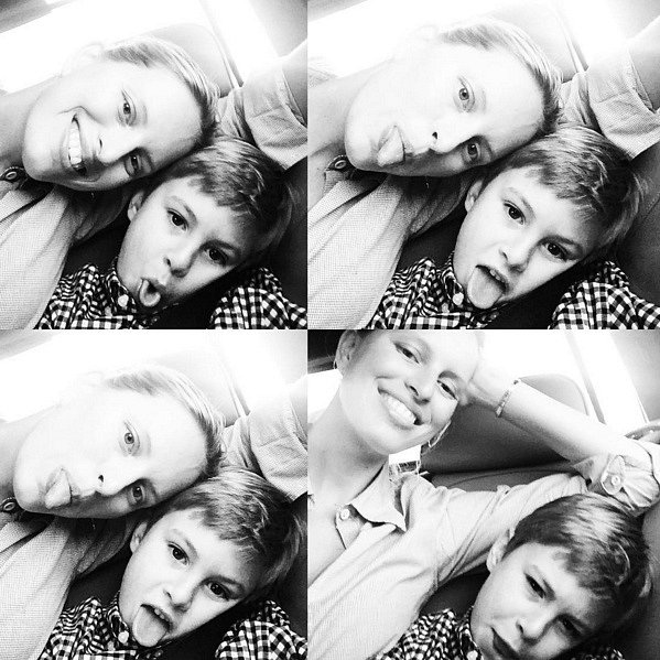 Karolína je dnes šťastnou maminkou. Na snímku se starším synem Tobinem.