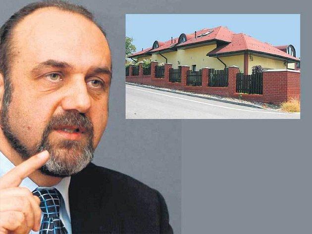 Exposlanec Michal Kraus a jeho luxusní vila.
