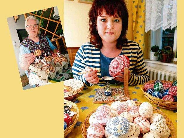Jana Mikulcová je specialistkou na děrované a reliéfní kraslice. Jarmila Lagová (menší foto) jako jediná na světě ovládá novoveské batikování.