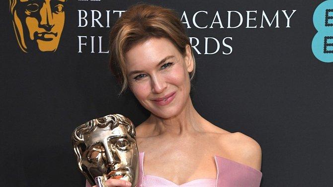 Štíhlost je vidět i na kostech na ramenou, které má herečka výrazné.