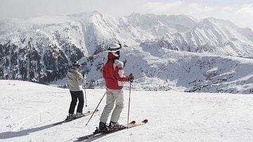 Atmosféra jako v nejlepších evropských střediscích, ale podstatně ceny nižší ceny – to jsou hlavní lákadla lyžování v Bulharsku.
