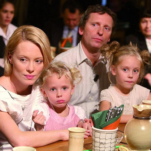 Herecký pár se svými potomky