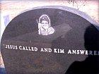Bůh zavolal a Kim odpověděla.