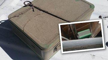Tajemný kufřík schovali původní majitelé domu, ve kterém byl nalezen.