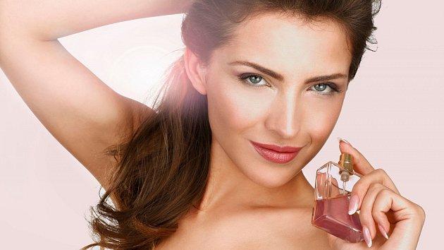 Jaký parfém zvolit v nadcházejících teplých letních dnech, když výběr je tak široký?