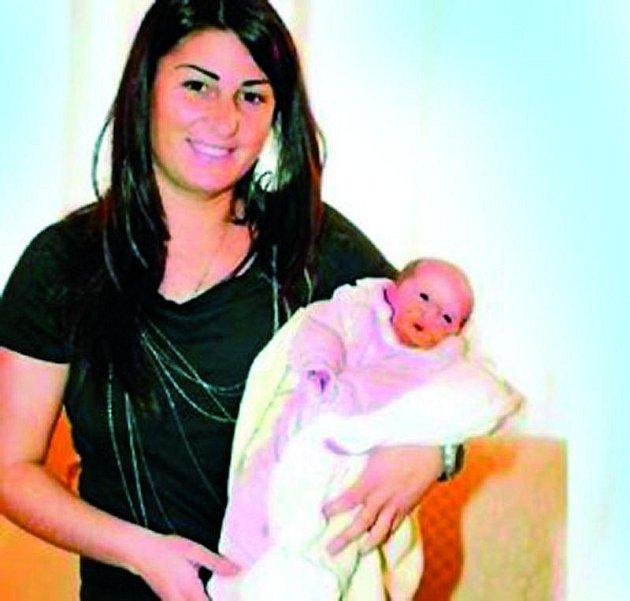 Italka Giulia Elia  nechová na fotce dceru, ale vnučku.