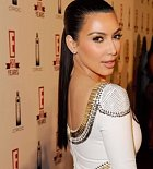 Kim Kardashian je celebrita a pro spoustu lidí je vzorem v oblékání i vzhledu. Její schopnosti s make-upem jsou zkrátka dokonalé. O tom se nikdo nemůže absolutně přít.