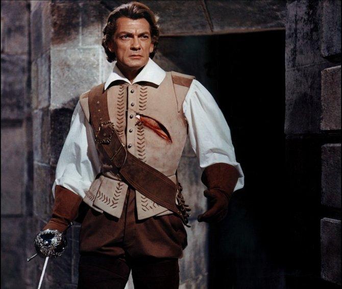 S kordem v ruce. Takhle si ho všichni pamatujeme. Záběr z filmu Kapitán (1960).