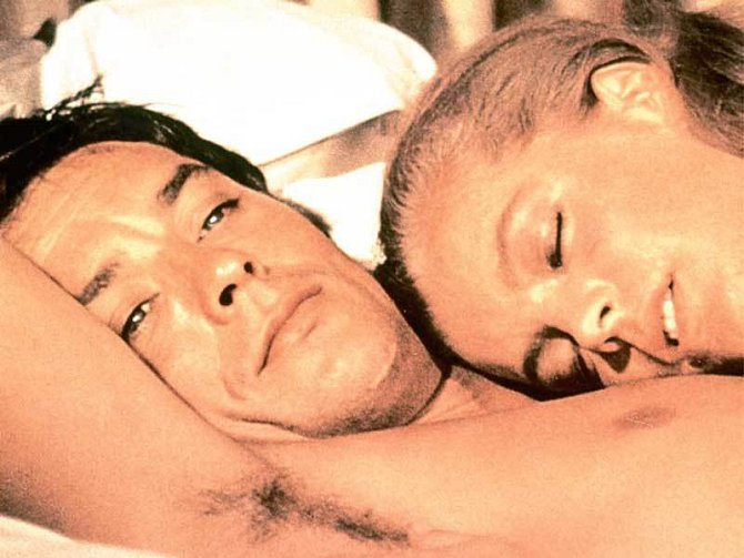Milenci na plátně i v životě. Alain Delon a Romy Schneiderová ve filmu Bazén (1969)